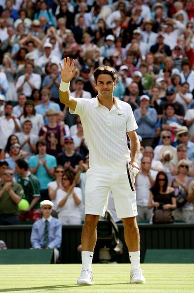Federer saludando al publico despues de su victoria