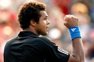 Jo-Wilfried Tsonga celebra su victoria sobre Roger Federer